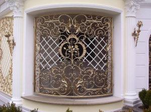 Оконные решетки – красивый декор фасада