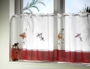 Прикрепляем шторы