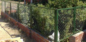 Забор из сетки Рабица: преимущества и особенности