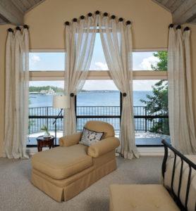 Шторы на балкон — Красивые идеи оформления лоджии (71 фото)