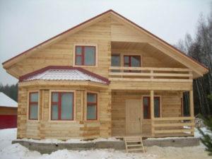 Плюсы бруса в случае использования для строительства дома