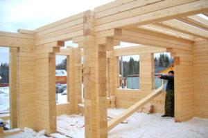 Когда строить дом из клееного бруса