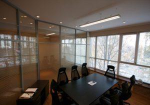 Офисные алюминиевые перегородки современного образца