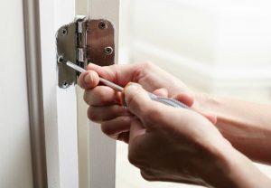 Как профессионалы вскрывают дверные замки?