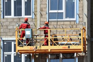 Фасадный подъемник — безопасная платформа для строительных и ремонтных работ