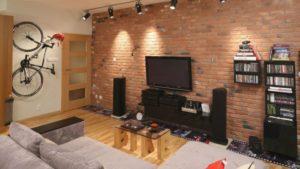 Облицовочный кирпич на стене — в каких интерьерах?