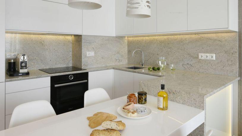 стена над столешницей кухни